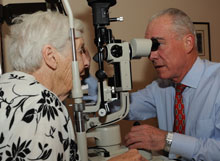 Dr Portfolio examines a patient
